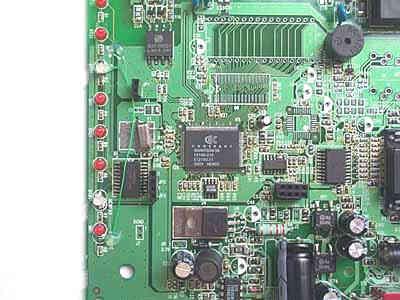 模拟电路的处理部分,中间的那颗小方芯片
